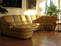 Луксозен диван за обзавеждане на хотели