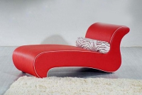 Стилна лежанка в червено